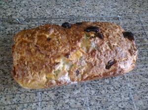 Goat's cheese, hazelnut and raisin cake