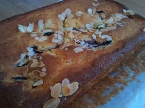 Blackcurrant bakewell cake